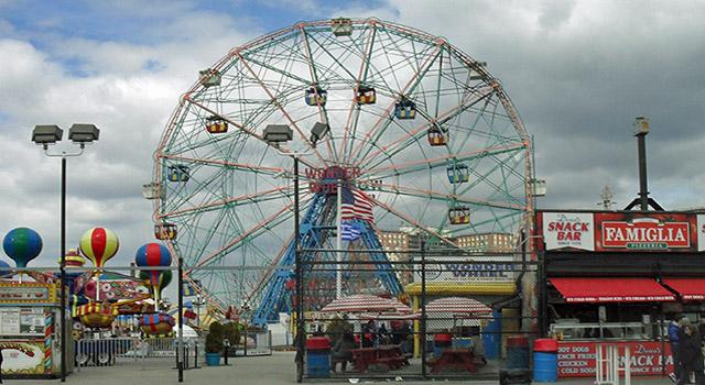 wonder wheel in coney island brooklyn